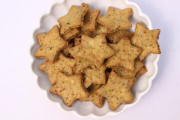 mutter mathri recipe