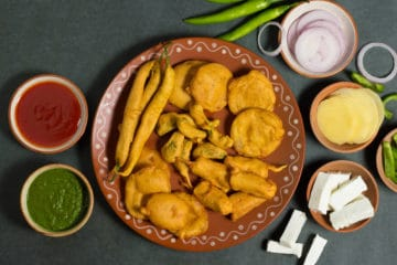 assorted pakora platter